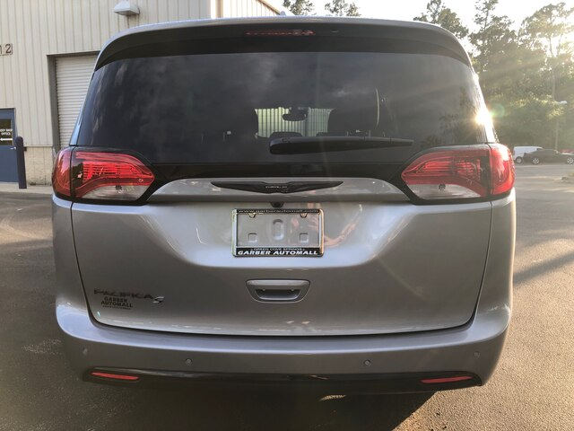 New 2019 Chrysler Pacifica Touring in Loaner Service