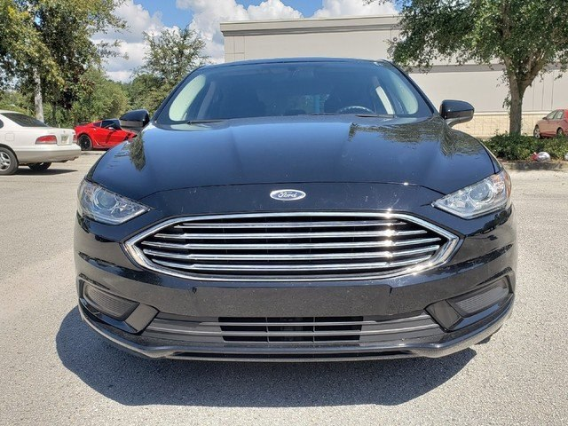 Pre-Owned 2017 Ford Fusion SE w/Backup Camera