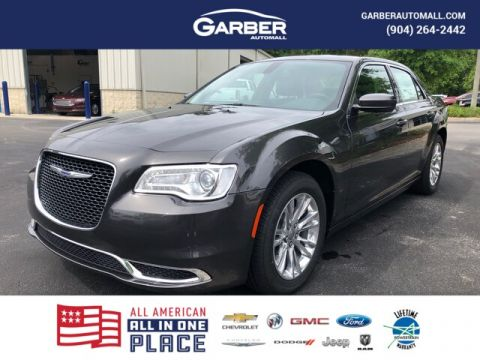 2019 Chrysler 300 Touring Leather seats, Apple Car Play